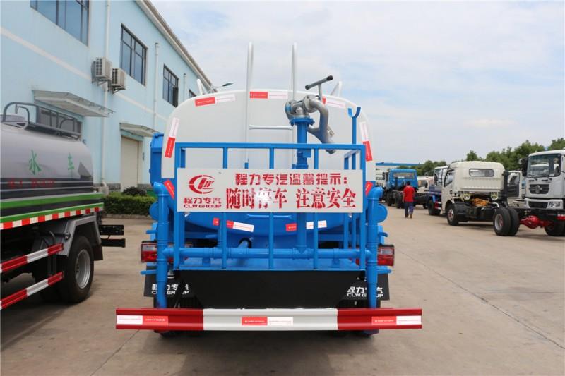 东风多利卡5吨洒水车正后面图