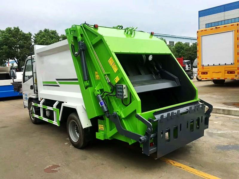凯马5方压缩式垃圾车后左面图