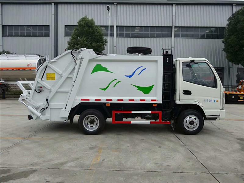 凯马5方压缩式垃圾车正右侧面图