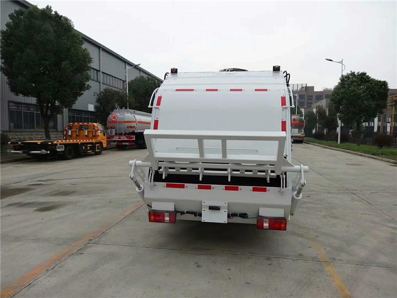 凯马5方压缩式垃圾车正后面图