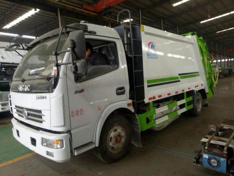 东风多利卡8方压缩式垃圾车前左面图