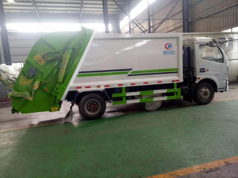 东风多利卡8方压缩式垃圾车后左面图