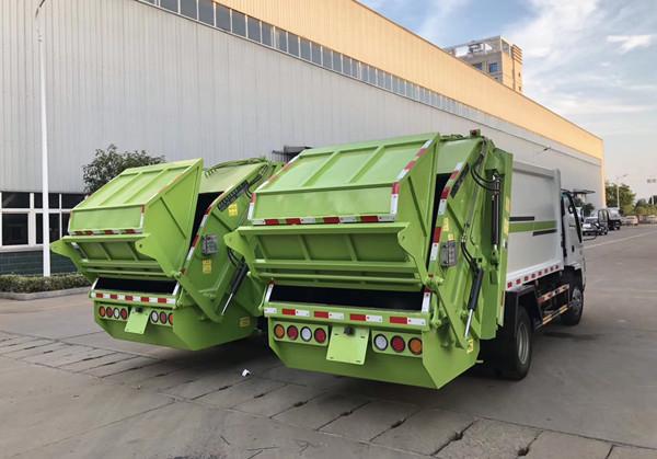 五十铃5方压缩式垃圾车后右面图