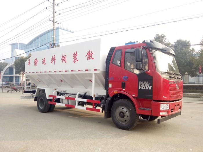 解放10吨J6散装饲料运输车
