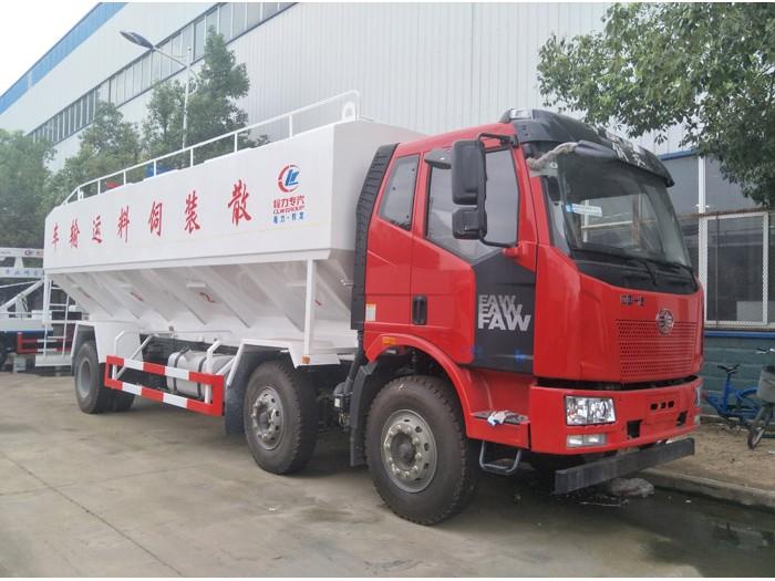 解放15吨小三轴散装饲料运输车