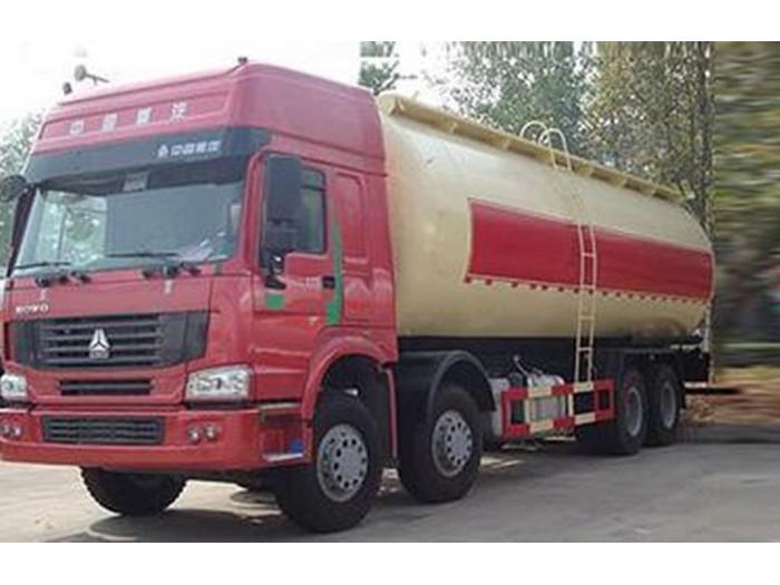 斯太尔30方粉粒物料运输车