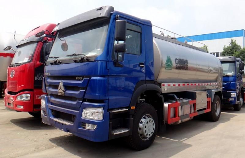 重汽8吨奶罐运输车