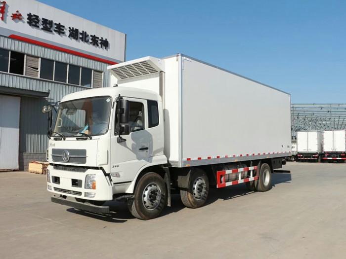 东风天锦小三轴冷藏车(厢长7.7米)
