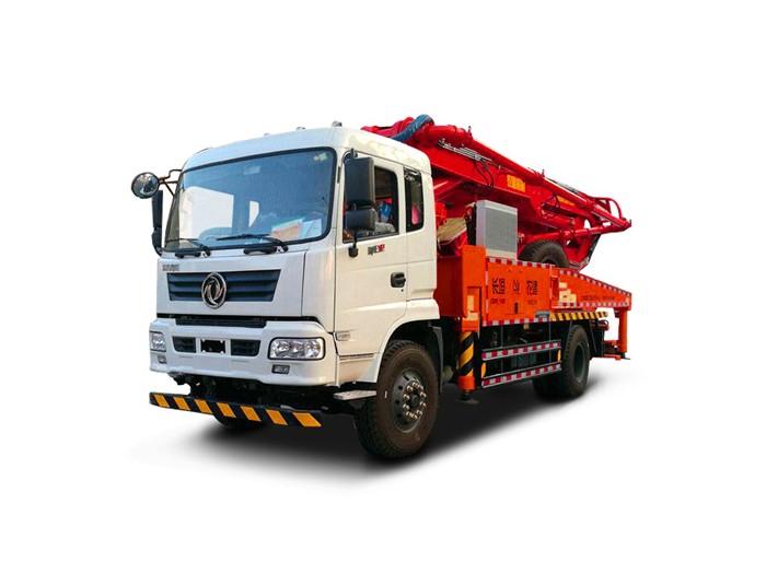 东风33米小型混凝土泵车