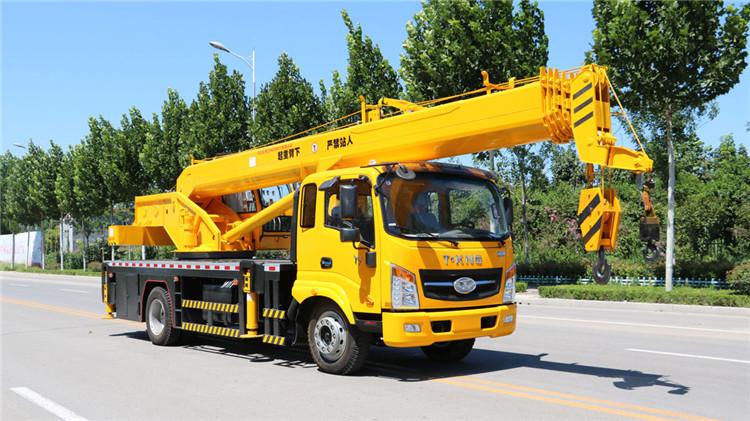 唐骏8吨小型汽车吊