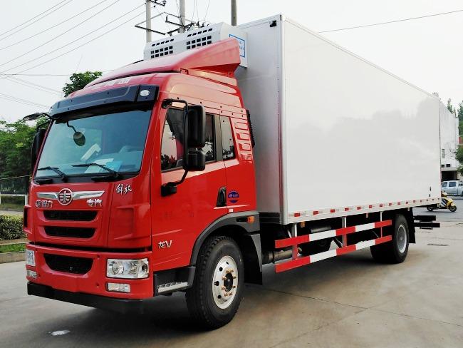 解放龙V国五6.8米冷藏车