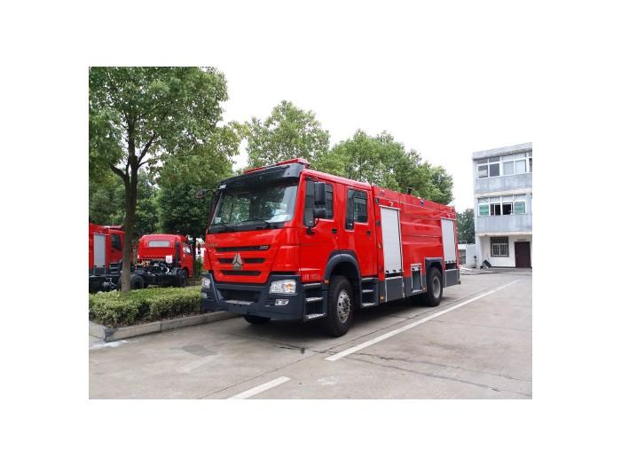 重汽豪沃8吨水罐泡沫消防车