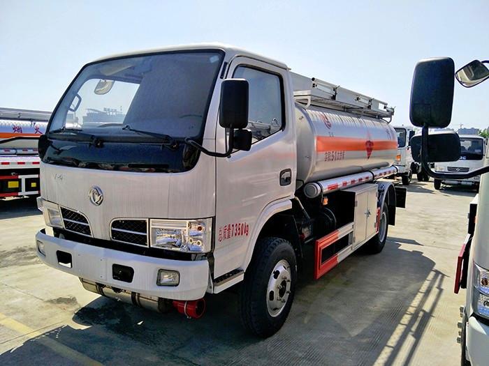 东风多利卡4.22方油罐车