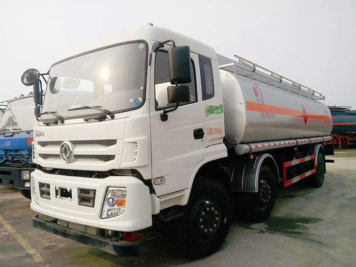 东风特商小三轴21.5方油罐车