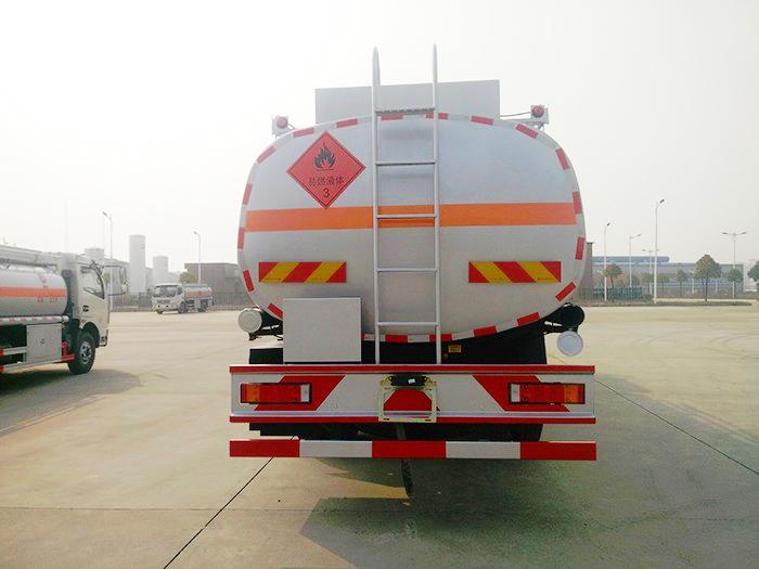 东风随专小三轴21.5方油罐车图片