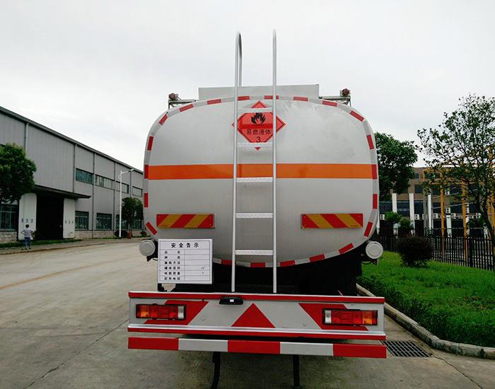 陕汽德龙前四后八22.8方油罐车图片