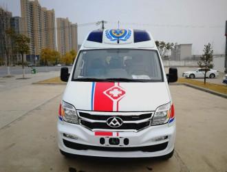 惊!小轿车与救护车相撞引发事故,高速变更需注意